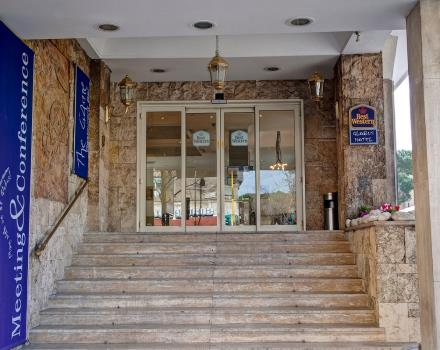 Bw Globus Hotel is the ideal Hotel for business orleasure trip