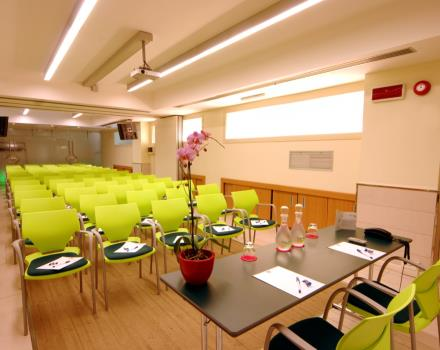 Room table seats up to 100 guests at the Globus Hotel Rome 3 stars. Favourable location for the University La Sapienza, Policlinico Umberto I in Rome, The Institute of Health, the Air Force, Financial Police and the RNC
