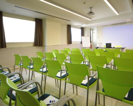 The tennis hall at the Globus Hotel Rome, 3 star accommodates up to 50 people for your meetings and your meetings. Book it now!