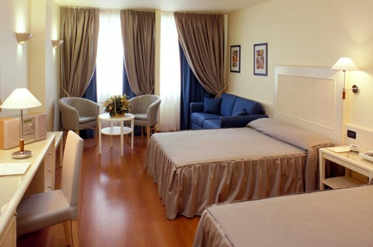 Choose the comfort of hotel rooms globus Rome.