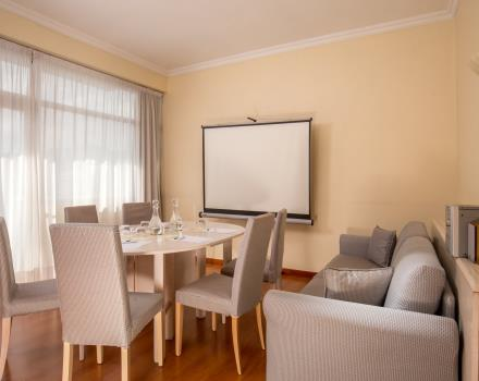 Ideal for meetings up to maximum 6 people or for business meetings. Check the availability