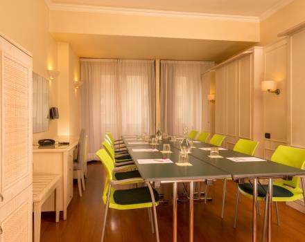 Ideal for smaller meetings. Sleeps up to 10 people. Check availability now!